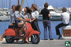 """Bild 1: Die """"Nuova Linea"""": Vespa PX im Jahre 1977. Der Anfang des bisher erfolgreichsten Vespa Modells."""