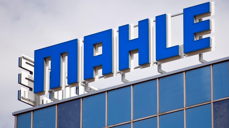 Logo der Firma Mahle auf einem Gebäude