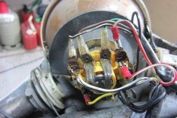 Bild 4: Anschlüsse der Kabel an einem Scheinwerfer der Vespa PX alt.