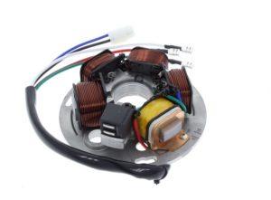 Auf diesem Foto ist die CD (Bild unten) zu erkennen. Durch induktive Spannung wird der Zündladungsstrom erzeugt.