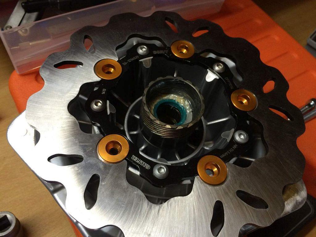 Die Galfer Bremsscheibe passt nun auf die modifizierte LML Scheibenbremstrommel.