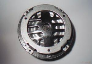Bild 3: Ausgebaute Hupe einer Vespa P200E. (Bild: Wespenblech Archiv)