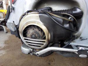 Bild 1: Auf diesem Foto erkennt man das Polrad bzw. Lüfterrad an einer Vespa PX. In dem Polrad eingebaut sind die Magneten. Durch die Rotation der Magneten wird das magnetische Wechselfeld erzeugt.