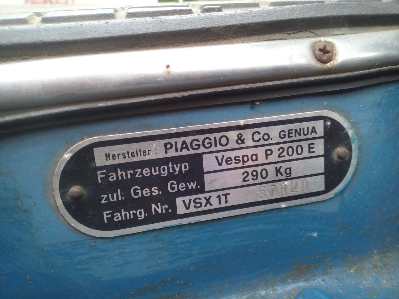 Typenschild an einer Vespa P200E (Foto: Wespenblech Archiv)