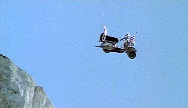 Die fliegende Vespa. Filmszene aus Quadrophenia.