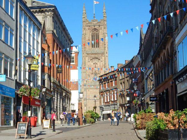 Die altehrwürdige Kathedrale in Derby (East Midengland)